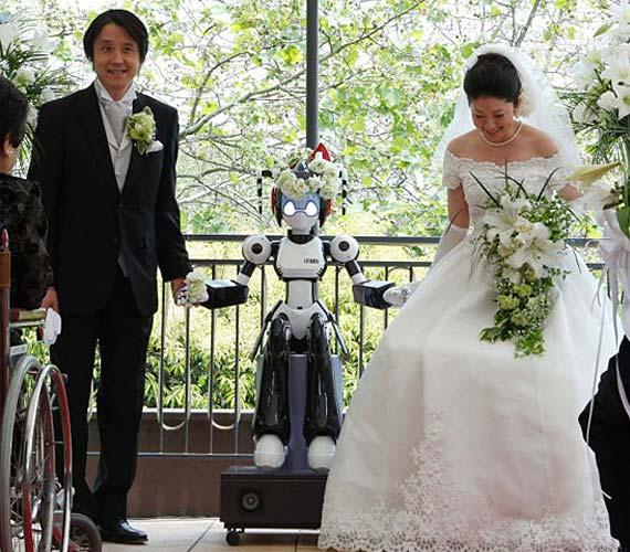 Robot-Officiate-Wedding