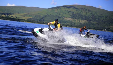 jet skiing in glasgow stag party activity 1