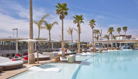 luxury beach club in valencia stag party activity 1